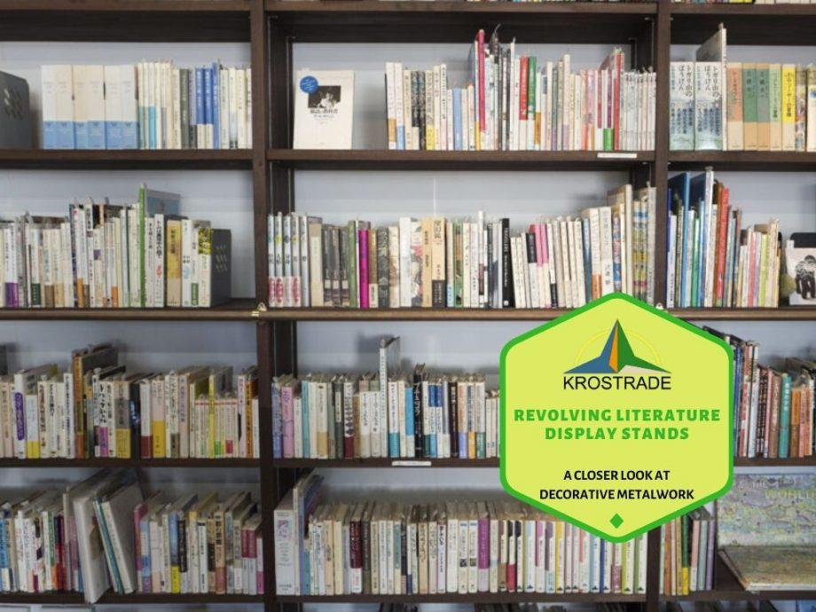 Revolverande visningsställ för litteratur. En närmare titt på dekorativt metallarbete